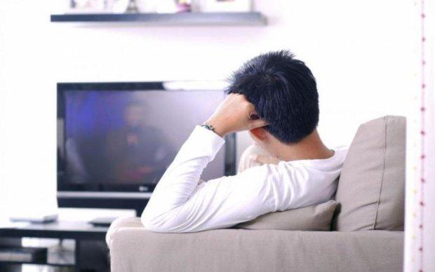 """Дітей подалі від екранів: українцям покажуть """"полуничку"""" по телевізору"""