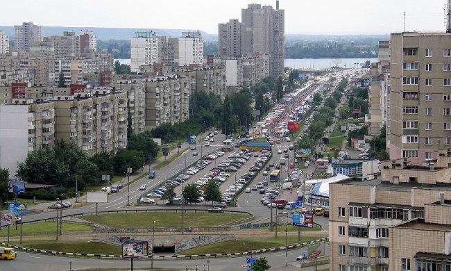 Киевлянин спустил штаны прямо на пороге гимназии: родители грозят оторвать причандалы