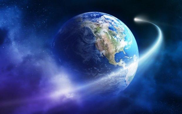 Российские СМИ бьют тревогу: огромная комета движется на Москву, а не на Землю