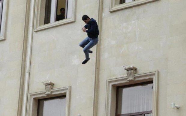 """На одесских отдыхающих с неба свалился """"бэтмен"""": фото"""