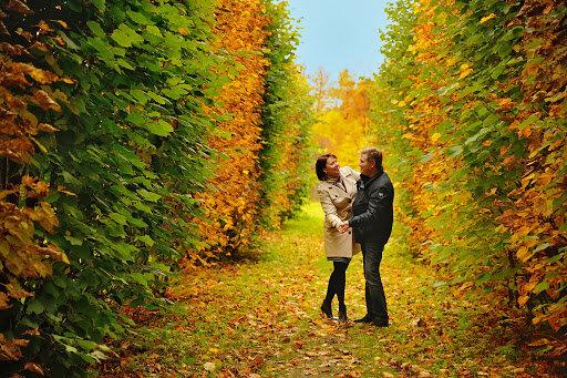 Влюбленная пара осенью, Freepik