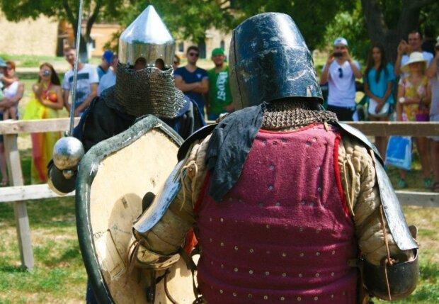 Дух Средневековья: в Виннице рыцари скрестили мечи в честь героя Небесной сотни, яркие кадры