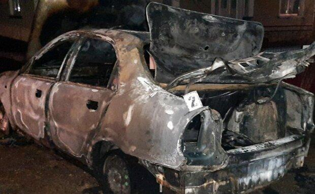 Хмельницкий Отелло напомнил бывшей, что не так: сжег авто и вломился с топором