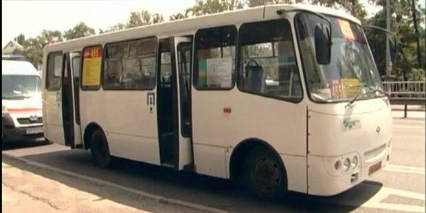 В Киеве быдло-маршрутчика поймали на позорном занятии за рулем - за такое бьют по рукам