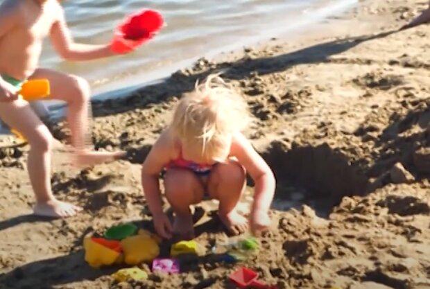 Діти на пляжі, скрін, відео YouTube