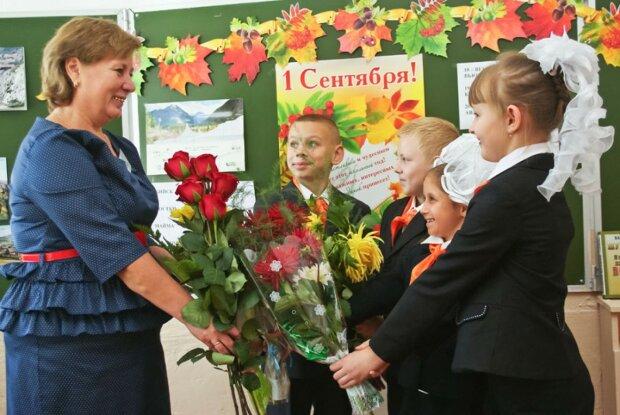 1 вересня без букетів: школярі Дніпра здивували всю Україну