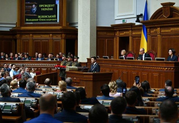 """Головне за ніч: референдум Зеленського, """"битва"""" Коломойського з НБУ та напад на депутата"""