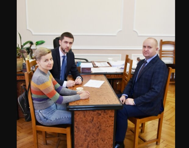 Мер Чернівців Клічук показав нову радницю - красуня, білявка і розумниця