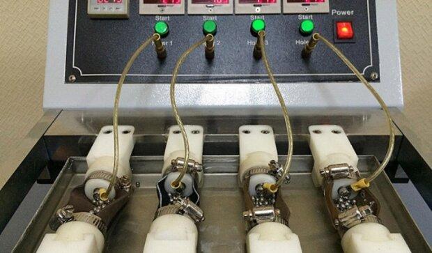 Бирюков показал лабораторию по изготовлению берцев для АТО (фото)
