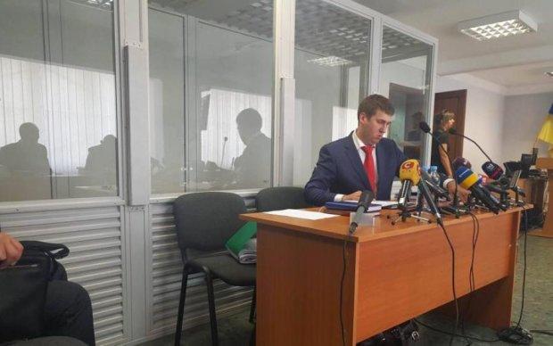 Адвокат Януковича попросил деньги на билет в Ростов