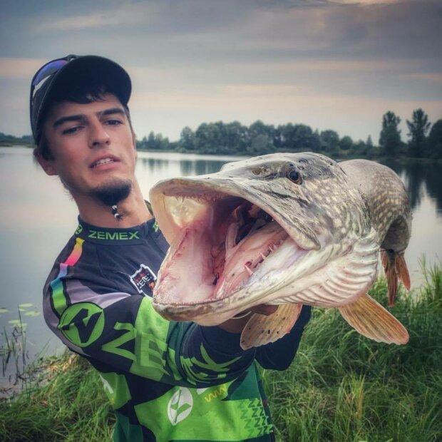 """Рыбак выудил из реки зубастого монстра и остолбенел: """"Как русалка!"""""""