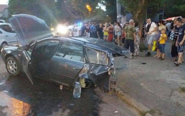 Моторошна ДТП в Одесі: Audi розрізало навпіл