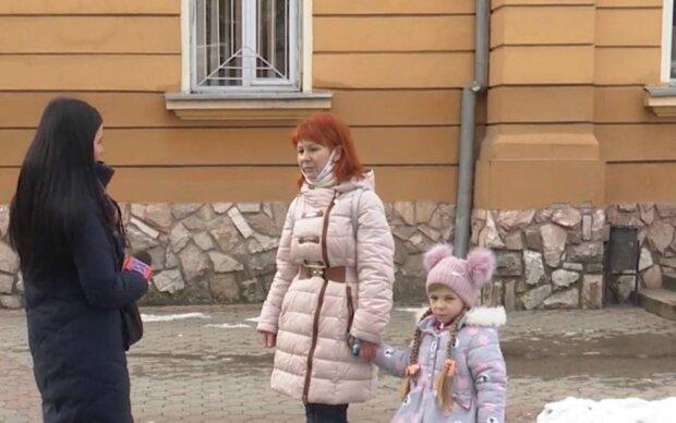 Мать с дочкой / скриншот из видео