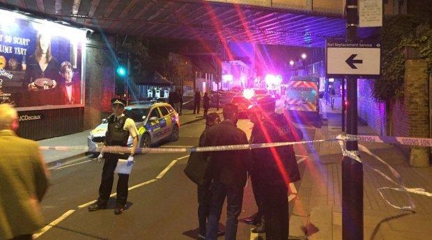 Неадекват напал с ножами на толпу с детьми, десятки пострадавших: первые детали и фото