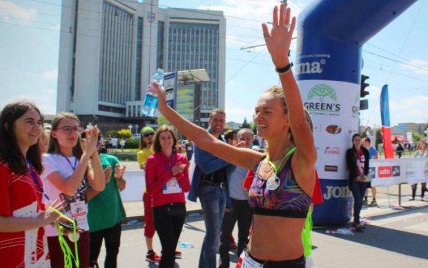 Поднимите пятую точку: как девушка с протезом мотивирует украинцев на достижения