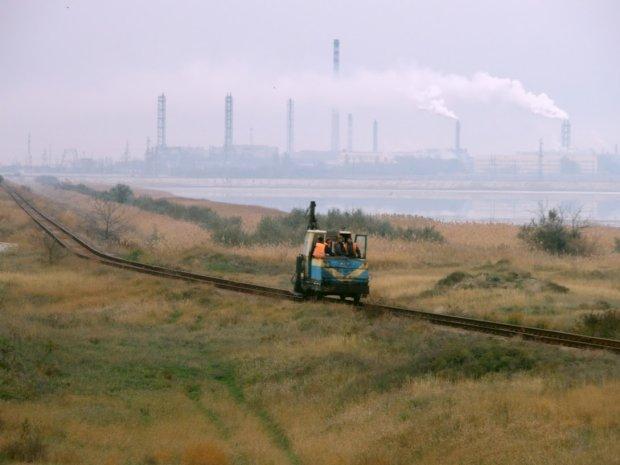 Катастрофа в Криму: Україна продовжує поставляти сировину нашумілому заводу Фірташа