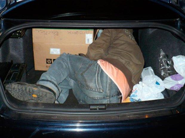 Поліція виявила труп у багажнику: київський інспектор лежав з пакетом на голові