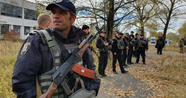 Переїхали військового: на Луганщині протестували проти розведення військ
