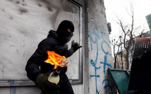 Пылают авто, чиновники в панике: народные мстители вдохновили украинцев