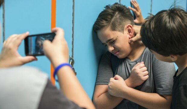 Стоп-булінг: адвокати навчать юних киян, як протистояти знущанням у школі
