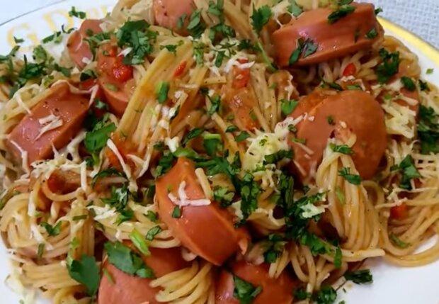 Спагетти с сосисками, кадр из видео