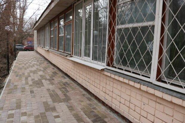 """У Запоріжжі малолітки відірвалися """"по-дорослому"""", відео жахнуло Україну: """"Пихнути хочеш?"""""""