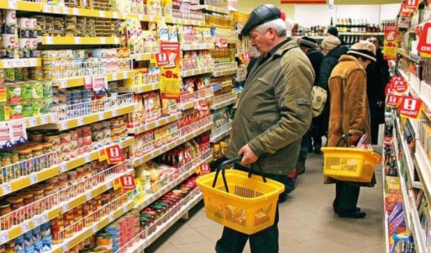 Ціни в супермаркетах мають контролювати покупці — експерт