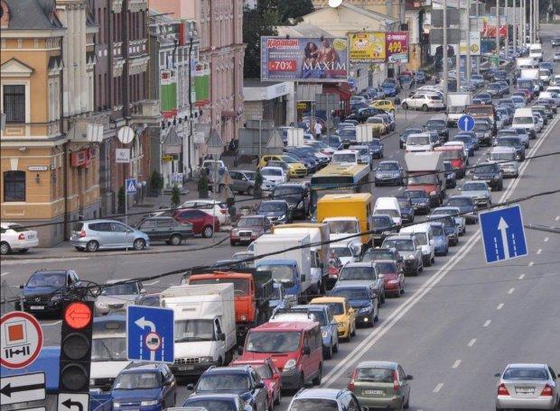 В Киеве ограничат движение машин: водителям назвали дату и время