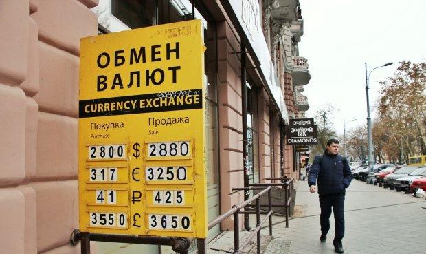 Курс валют на 13 квітня: гривня змусить долар жорстко напружитися