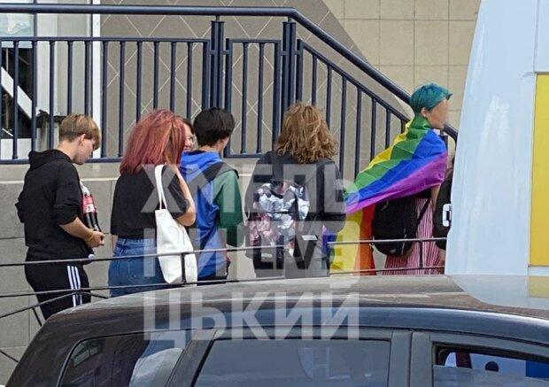 Украинские подростки стали жертвами нападения: поддерживаешь ЛГБТ - лови петарду