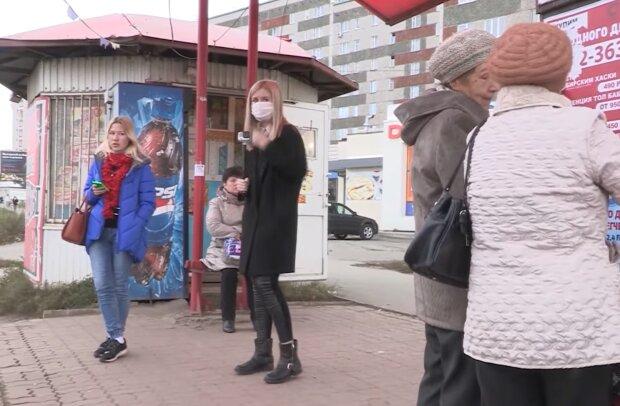 """Киевляне массово скупают маски """"от коронавируса"""", 200 штук в одни руки"""