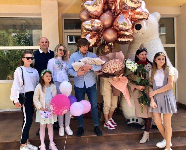 Спортивная звезда Тернополя Антонюк стал отцом - счастливые кадры из роддома растрогали фанатов