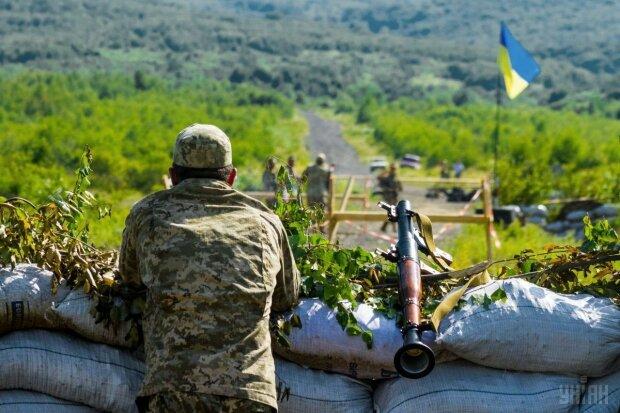 На Донбассе гремят десятки обстрелов: есть погибшие и раненые