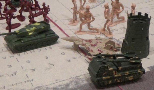 Сеть взорвала пластмассовая Вторая мировая война (ВИДЕО)