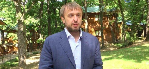 Депутат з Хмельницького зганьбився з аліментами і влетів на півмільйона