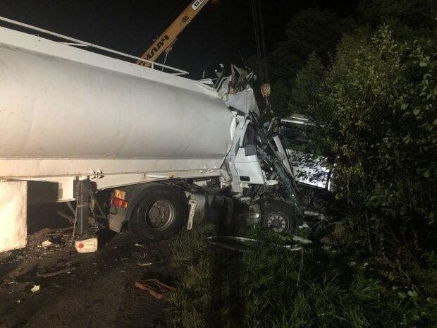 Полсотни человек, 17 единиц техники и 9 погибших: в сети появились фото масштабной аварии на Житомирщине