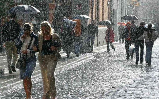 Понеділок в Україні буде похмурим і дощовим