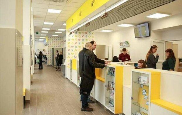 """""""Укрпошта"""" влаштувала українцям """"салют"""" просто у відділенні, сподобалося не всім"""