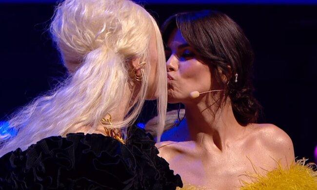 Поцілунок Каменських і Полякової, скріншот: Youtube