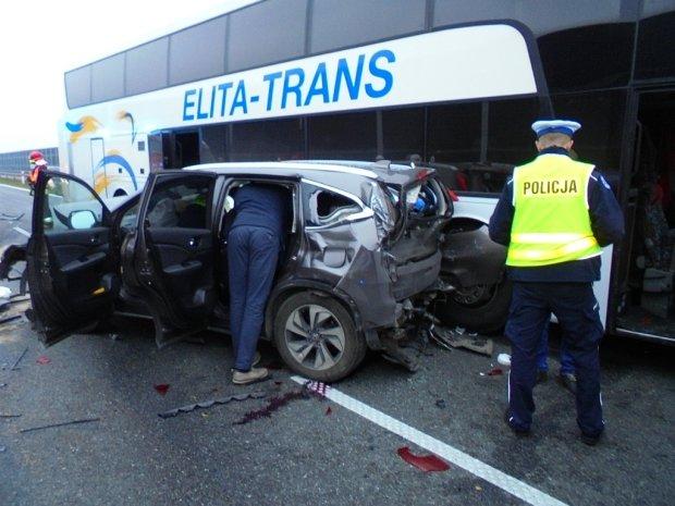 Смертельна автотроща у Польщі: від потужного удару в дерево випав двигун, загинули українці