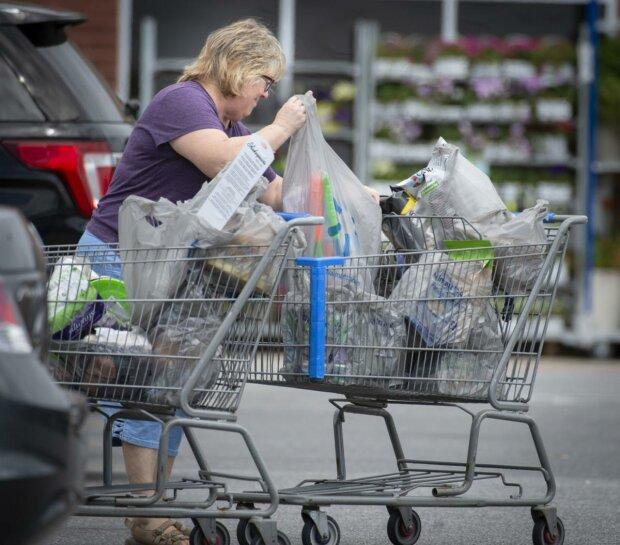 Больше никаких пластиковых пакетов: в Украине приняли новый законопроект, что нужно знать