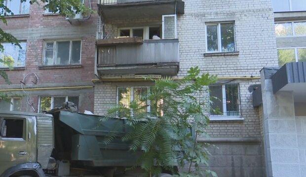 """В Днепре сосед-Плюшкин отравляет жизнь соседям: """"Хлам, тараканы и антисанитария"""""""