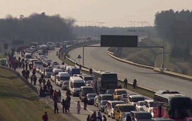 Українці на кордоні, скріншот: YouTube