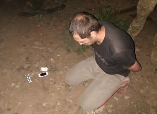 Террорист сдался, фото штаба ООС