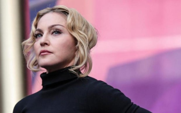 Подруга украла нижнее белье Мадонны