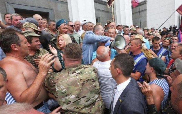 Стычки в горсовете: активным украинцам грозит срок