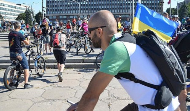 Запорожцы устроили велопробег, чтобы привлечь внимание депутатов (фото)