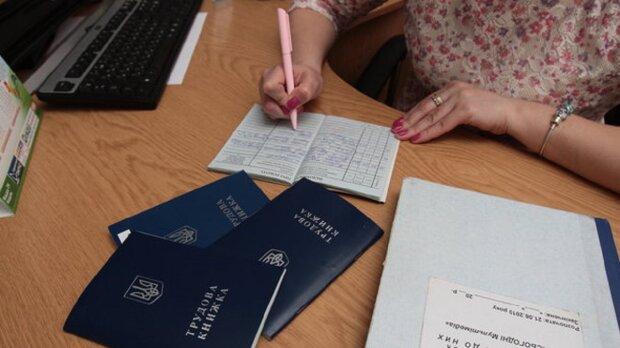 """Довга відпустка, більше робочих годин і жодних ніяких податків: що """"слуги народу"""" підготували для українців"""