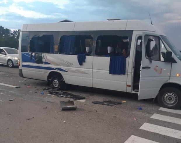 розстріл автобуса під Харковом, фото з Facebook