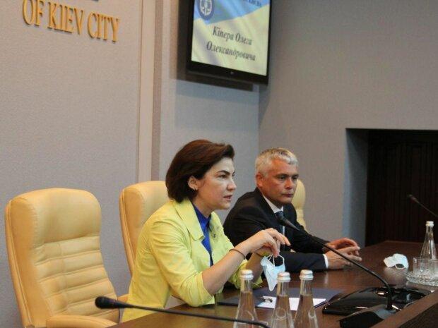 Люстрированый прокурор из Франковска стал правой рукой Венедиктовой - шикарные особняки, машины и жена-россиянка